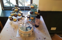 Photo cake and cupcakes with personalised wine